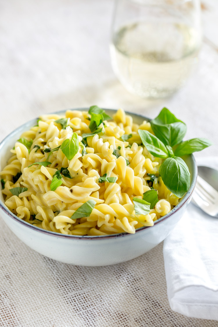 This creamy basil and lemon pasta is a fresh and tangy explosion of flavour. Perfect for a summer lunches or to bring summer into the dark winter months. This lemon pasta dish is luscious and comforting whilst still tasting fresh. It uses just 4 ingredients and takes under 10 minutes.
