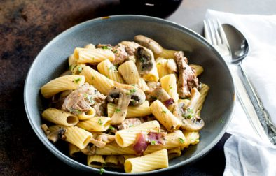 A succulent steak pasta enriched with a creamy peppercorn sauce. Simple to make in 15 minutes and an excellent use for a cheaper cut of beef, such as flank or skirt steak. This steak and mushroom pasta with a peppercorn sauce can be the centre piece of an intimate meal or enjoyed on the sofa with a movie.