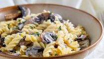 This creamy mushroom pasta with fresh thyme is the perfect mid-week vegetarian pasta dish. The whole dish can be finished in under 15 minutes.