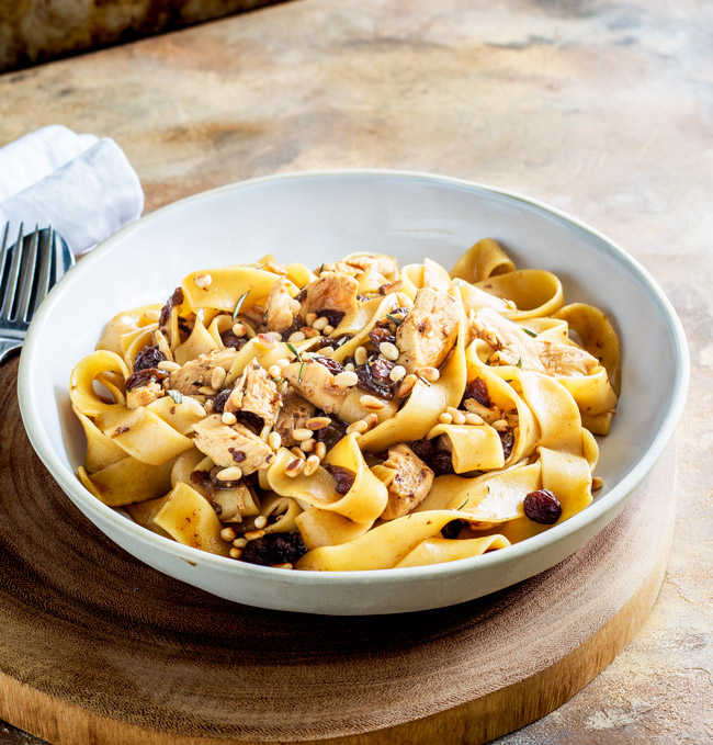 This Venetian Chicken pasta with Pinenuts, Rosemary andSultanas is a rich and delicious pasta dinner; just grab a supermarket rotisseriechicken and follow our top tips for creating this fabulous dinner in under half an hour.From Easy Pasta Sauces